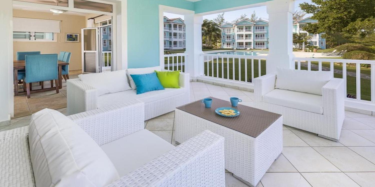 Beach Condo Fully furnished & spacious